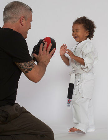 Jing Wu Dragons - Sifu Benno Wai & Little Girl